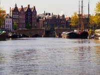Experience Amsterdam from Luxurious Houseboat rentals